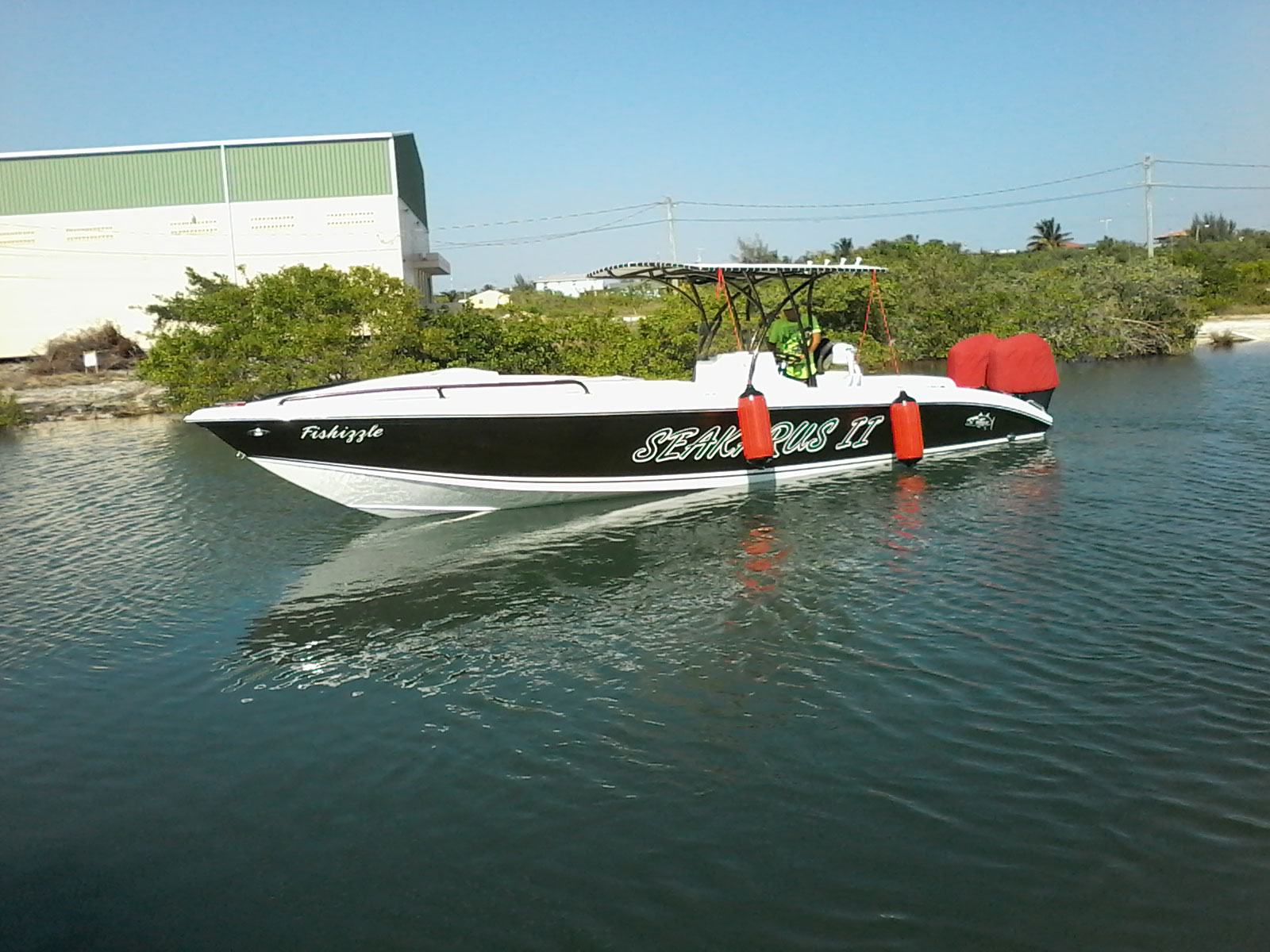Congrats to Manuel Del Valle on his new Wahoo 30 Boat