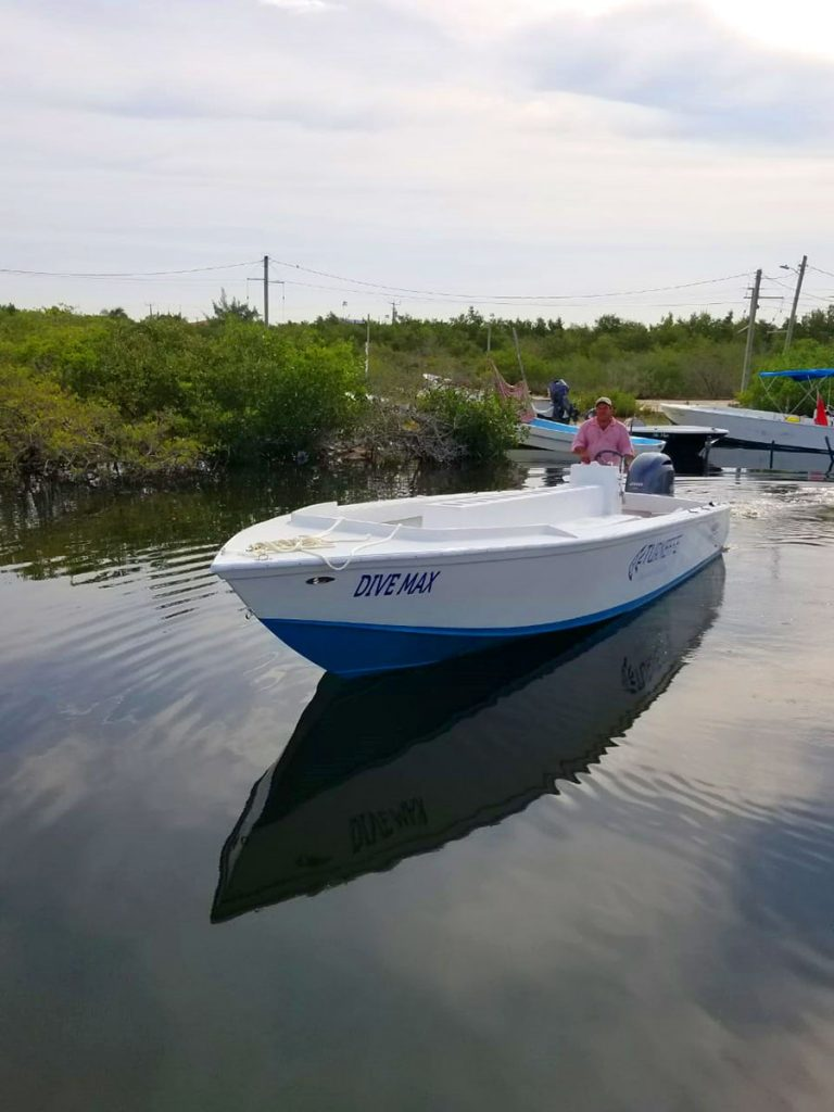 Wahoo 28ft Boat - Turneffe Island Resort